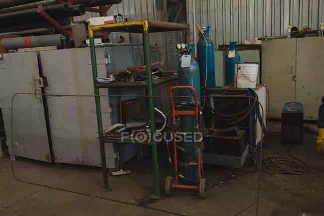 Oxygen cylinder on cart in workshop — Stock Photo
