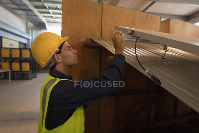 Male worker working on solar panel at solar station plant — Stock Photo