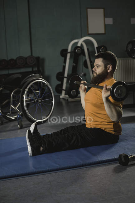 Handicapped man exercising with barbell in gym — Stock Photo