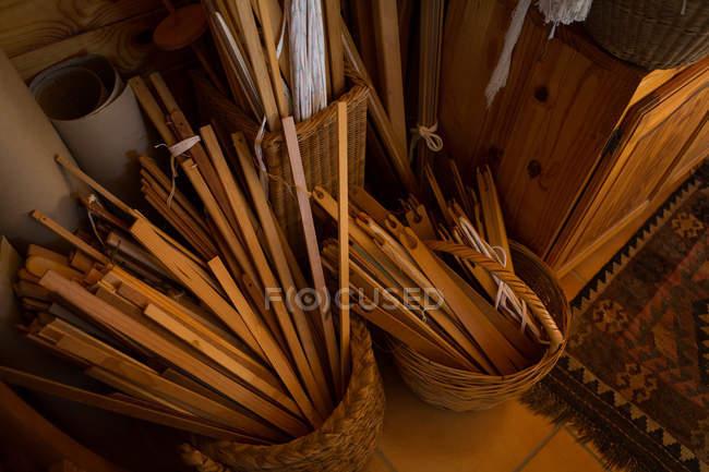 Weaving machine equipment arranged in shop — Stock Photo