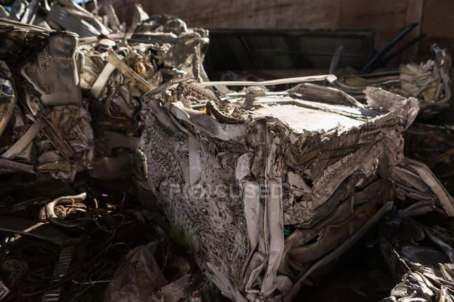 Close-up de lixo compactado no ferro-velho — Fotografia de Stock