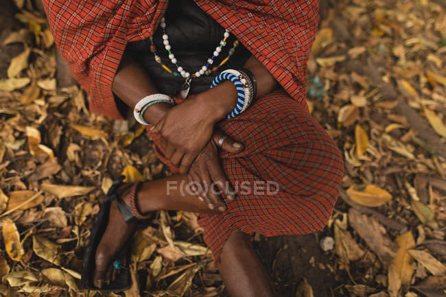 Geringen Teil der Maasai Mann in traditioneller Kleidung — Stockfoto