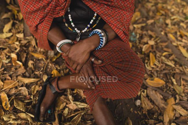 Низький розділ Масаї людина в традиційному одязі — стокове фото