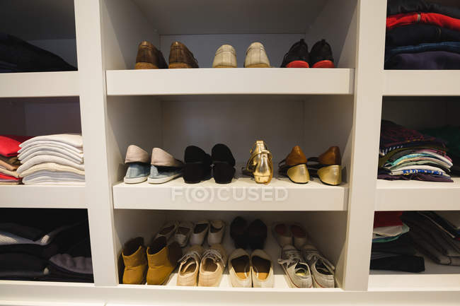Shoes kept on selves at home — Stock Photo