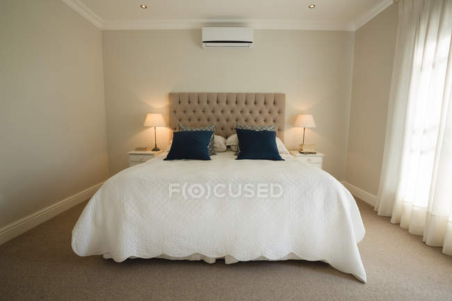 Interior of modern bedroom at home — Stock Photo
