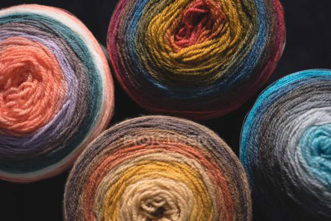 Gros plan de la laine multicolore — Photo de stock