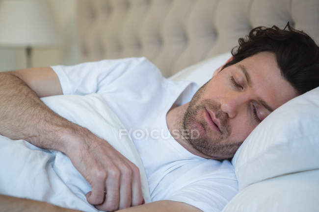 Man sleeping in bedroom at home — Stock Photo