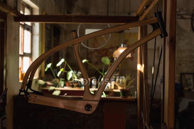 Nahaufnahme von Fahrradteil in Werkstatt — Stockfoto