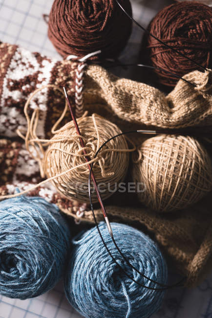 Close-up knitted wool on a table in tailor shop — Stock Photo