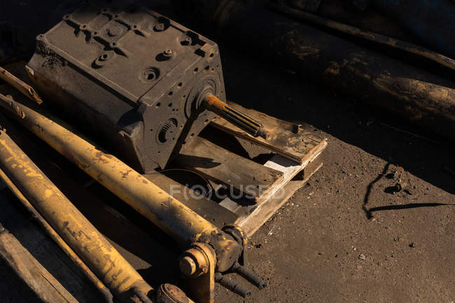 Close-up of rusty machine part in scrapyard — Stock Photo