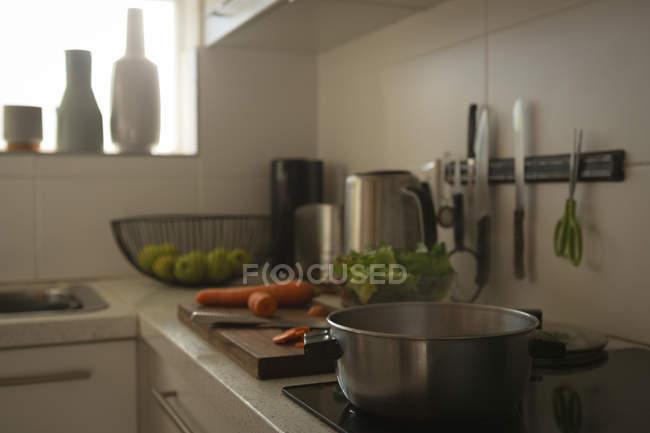 Pan na indução cooktop cozinha em casa — Fotografia de Stock