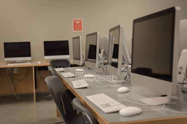 Desktop pc arranged on table in computer class — Stock Photo