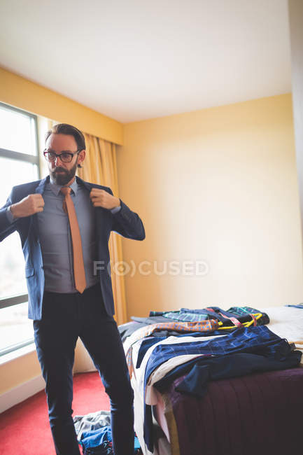 Sophisticated businessman wearing blazer in hotel room — Stock Photo