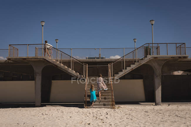 Siblings climbing stairs near beach on a sunny day — Stock Photo