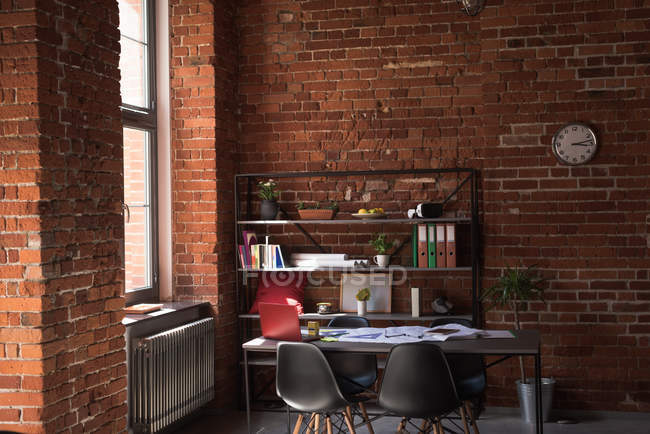 Interior de oficina vacía - foto de stock