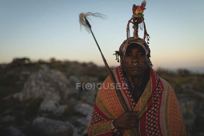Porträt eines Massai-Mannes auf dem Land — Stockfoto