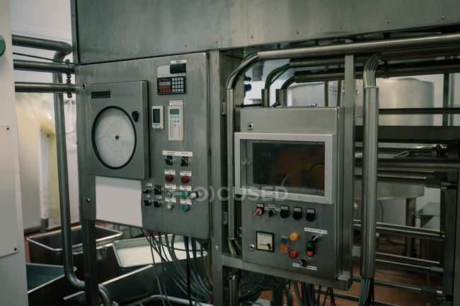 Vista ravvicinata dell'interruttore di controllo in fabbrica — Foto stock