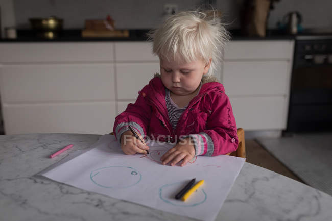 Toddler girl drawing with color pencils at home. — Stock Photo