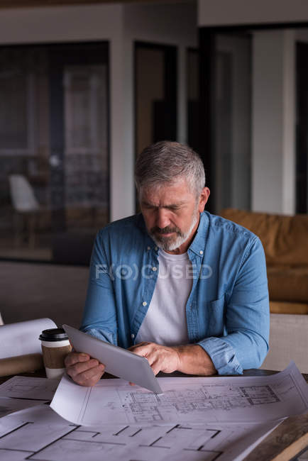Concentrated office executive using table at creative office — Stock Photo