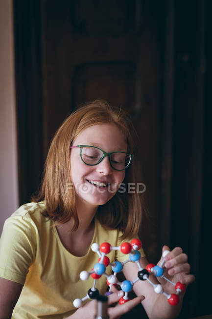 Smart girl experimenting with molecule at home — Stock Photo
