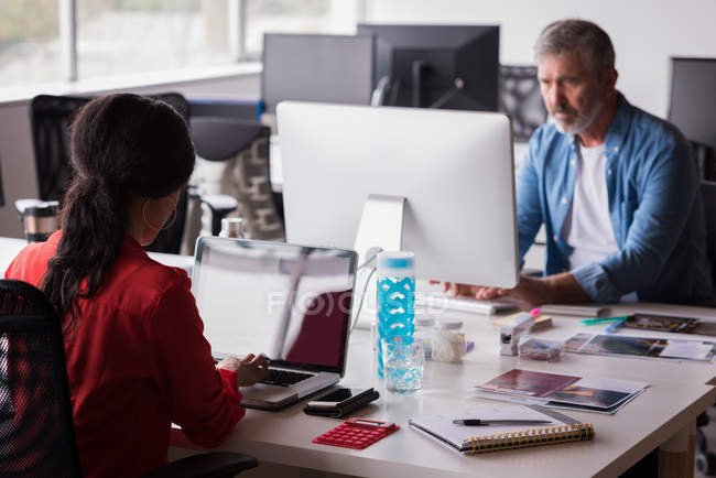 Office colleagues working on desk at creative office — Stock Photo
