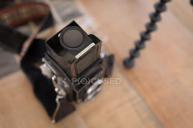 Gros plan de la caméra en studio — Photo de stock