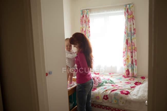 Mather tiene la sua bambina a casa — Foto stock