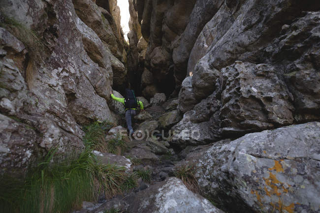 Hiker climbing up the hill with backpack — Stock Photo