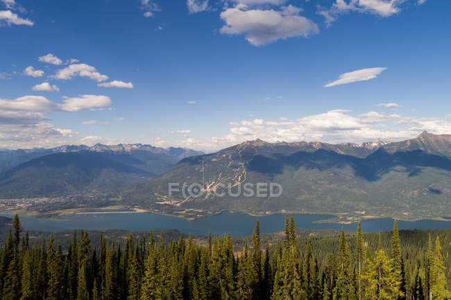 Beautiful snow covered mountains, river and forest during winter — Stock Photo