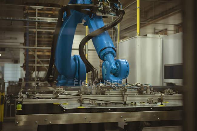 Синий Роботизированная машина в коммерческих завод — стоковое фото