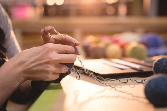 Close-up woman knitting wool at tailor shop — Stock Photo