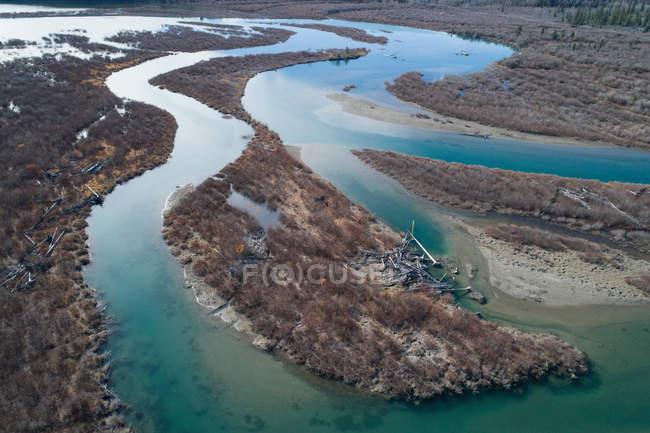 Antenne der Fluss und die Landschaft an einem sonnigen Tag — Stockfoto