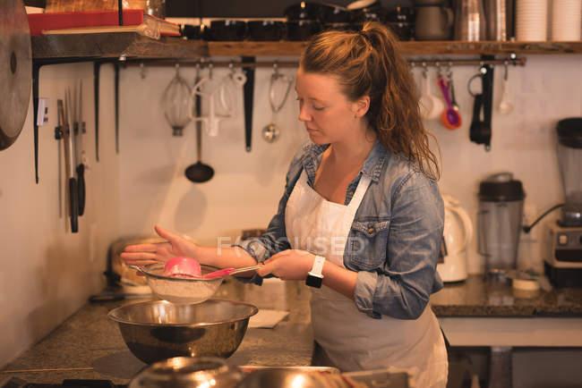 Baker baking in commercial kitchen — Stock Photo