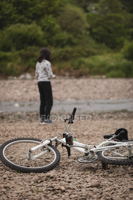 Rear view of girl standing near river side — Stock Photo