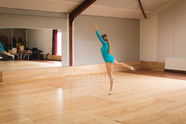 Graceful bellerina practice arabesque ballet position in studio — Stock Photo
