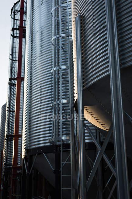Usine de carburant Bio bio station de gaz sur une journée ensoleillée — Photo de stock
