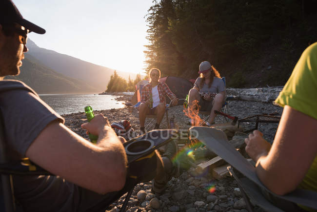 Group of friends camping near riverside — Stock Photo