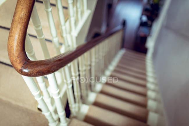 Leere Treppe zu Hause — Stockfoto