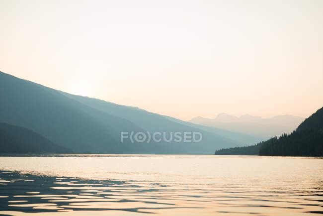 View of calm river and mountain — Stock Photo