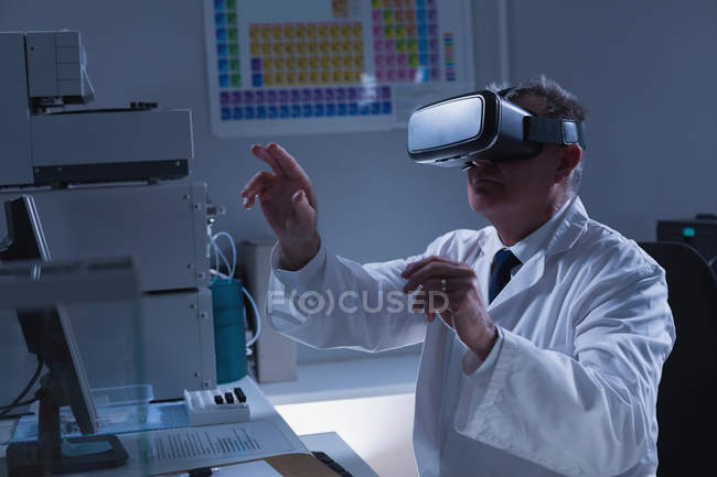 Male scientist using virtual reality headset laboratory — Stock Photo