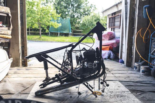 Мотоцикл частин в ремонт гаража — стокове фото