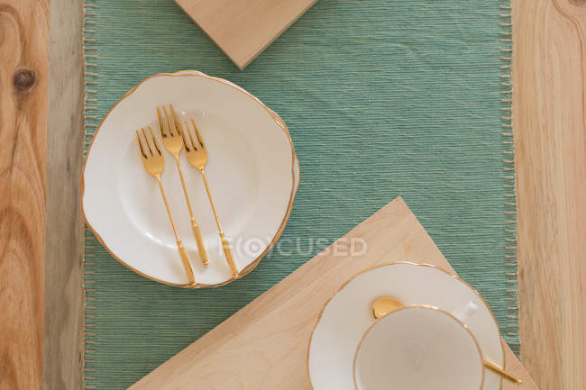 Close-up of cutlery on a place mat — Stock Photo