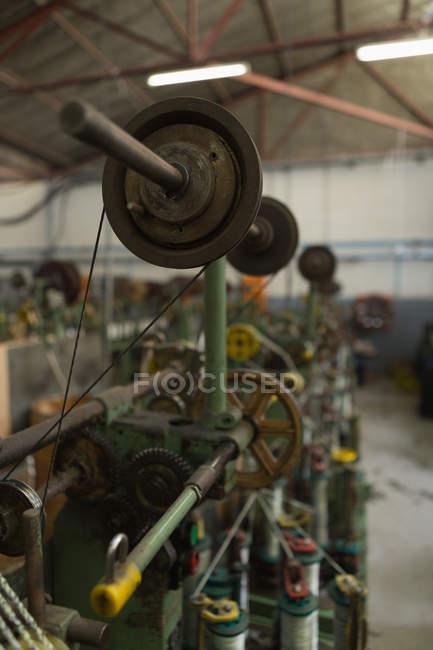 Nahaufnahme der Schleife Maschine in Seil Uhrenindustrie — Stockfoto