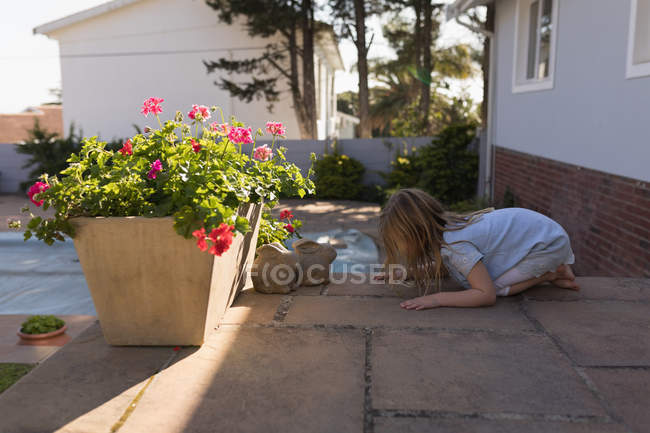 Side view of girl playing in the porch — Stock Photo