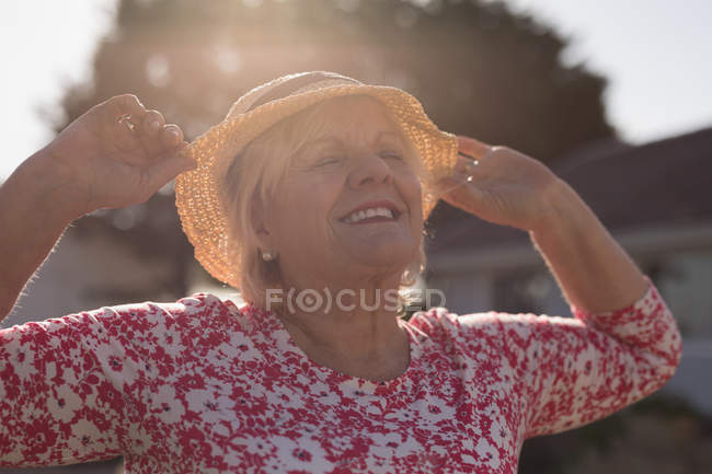 Senior woman dancing in the garden on a sunny day — Stock Photo