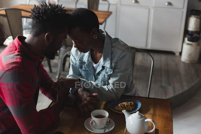Романтична пара Роман в кафе — стокове фото