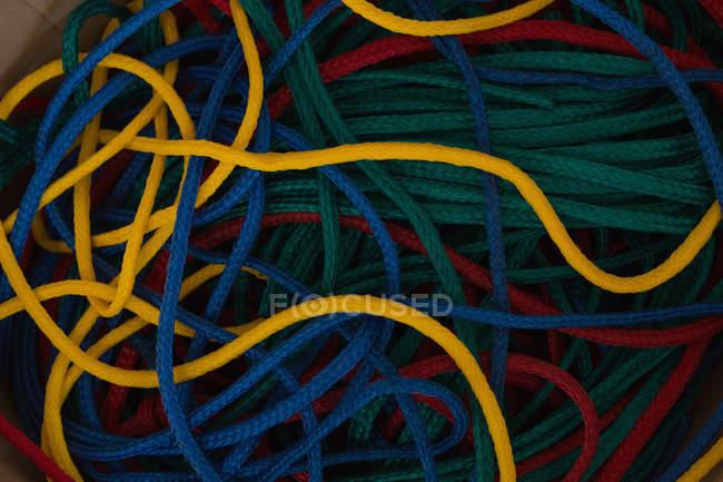 Різні мотузки в мотузку, роблячи промисловості — стокове фото