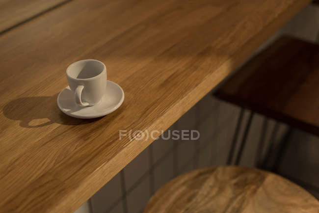 Close-up of empty coffee cup on wooden table in cafe — Stock Photo