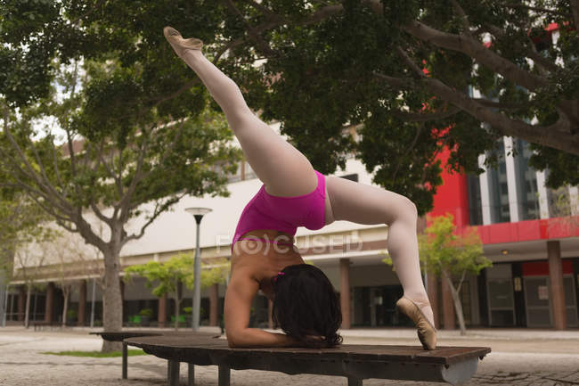 Rear view of urban dancer practicing dance in the city. — Stock Photo