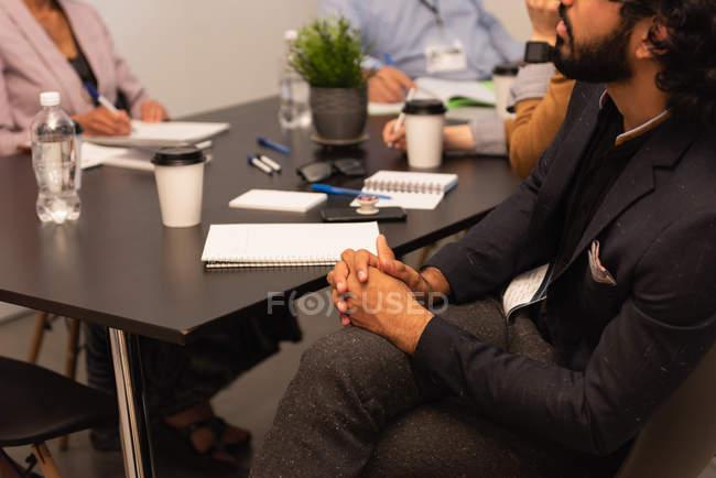Seduta esecutiva nella sala conferenze dell'ufficio — Foto stock
